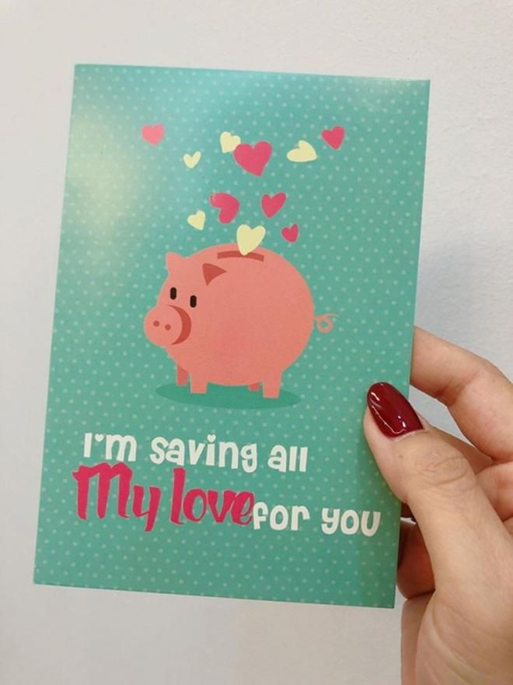 MC Hoàng Linh khoe tấm thiệp chồng sắp cưới tặng với người hâm mộ.
