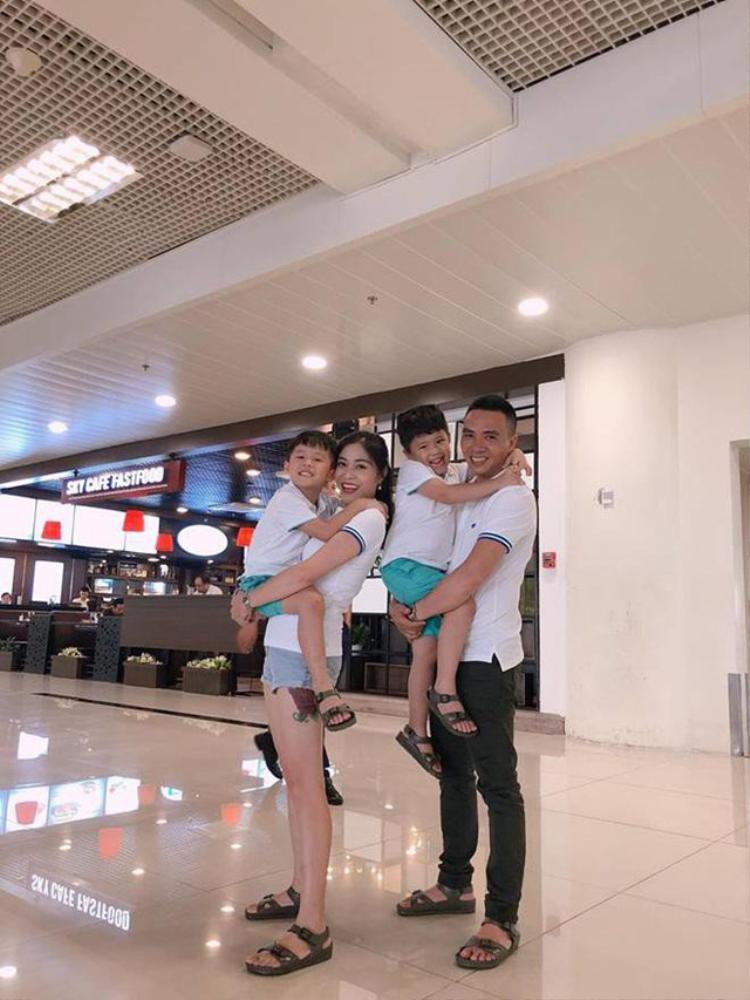 Trên trang cá nhân, Hoàng Linh thường xuyên thường xuyên cập nhật những khoảnh khắc hạnh phúc của gia đình.