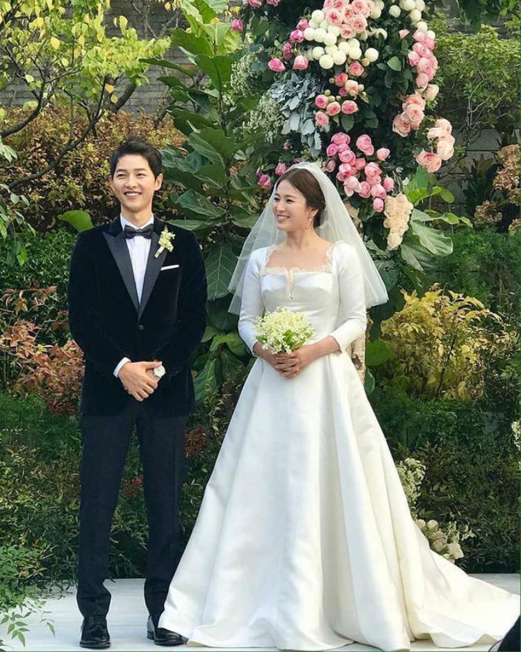 Lễ cưới của Song Joong Ki và Song Hye Kyo nhận được nhiều sự quan tâm của người hâm mộ cũng như báo giới.