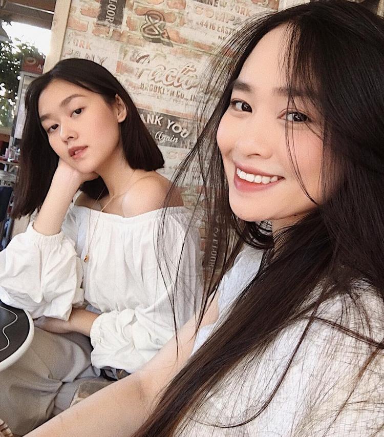 Chị gái của Tường San là Khả Hân (25 tuổi) đang học thạc sĩ chuyên ngành thời trang tại Pháp. Mẹ của cô nàng cũng đang hoạt động trong lĩnh vực này. Có thể xem đó là lý do ngay từ nhỏ hot girl 10X đã tự định hình được phong cách.
