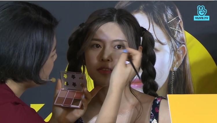 Tại sự kiện, cô em KKOSISTERS không chỉ cùng chị gái có màn makeover đầy sáng tạo mà còn…