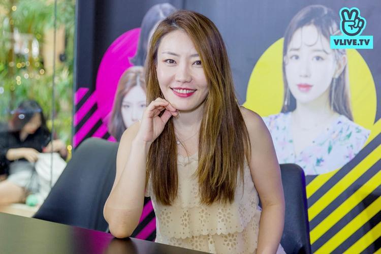 CôKim Min Jung, trưởng bộ phận Beauty của VLIVE