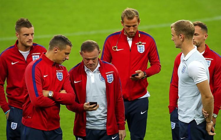 Lo ngại các vấn đề liên quan đến bảo mật phát sinh, các cầu thủ đội tuyển Anh được trang bị kiến thức về bảo mật trước khi sang Nga dự World Cup.