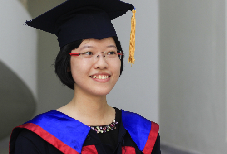 Nguyễn Trần Trâm Anh - tân thủ khoa đầu ra Đại học Ngoại ngữ (Đại học Quốc gia Hà Nội). Ảnh: D.T