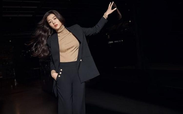 Đẳng cấp mợ chảnh Jun Ji-hyun: Xuất thần ở mọi góc nghiêng