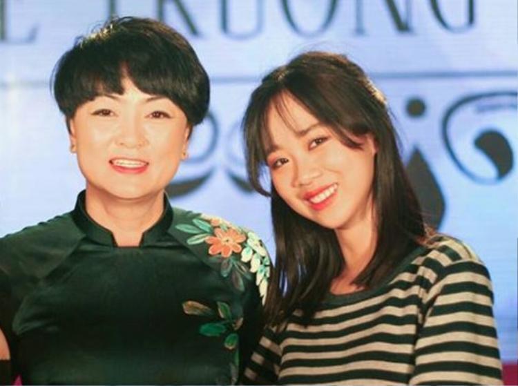Chân dung bà Văn Thùy Dương (bên trái) - Hiệu trưởng đương nhiệm của trường Lương Thế Vinh.