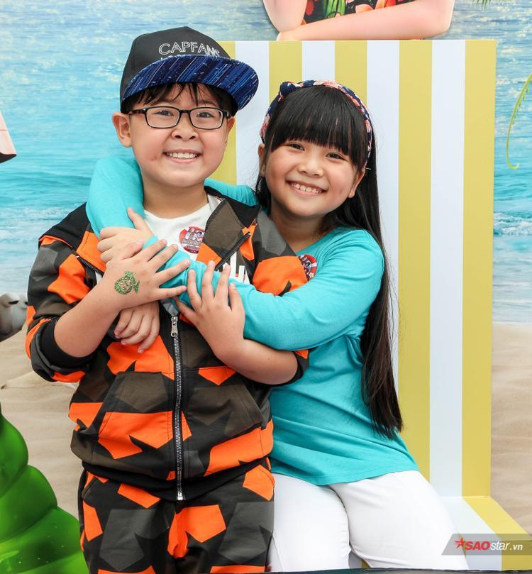 Hà Mi (phải)