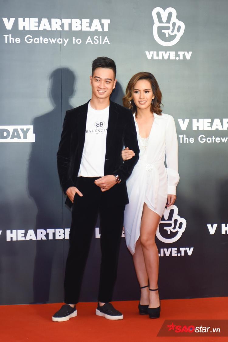 Slim V cùng nghệ sĩ sáo Huyền Trang.