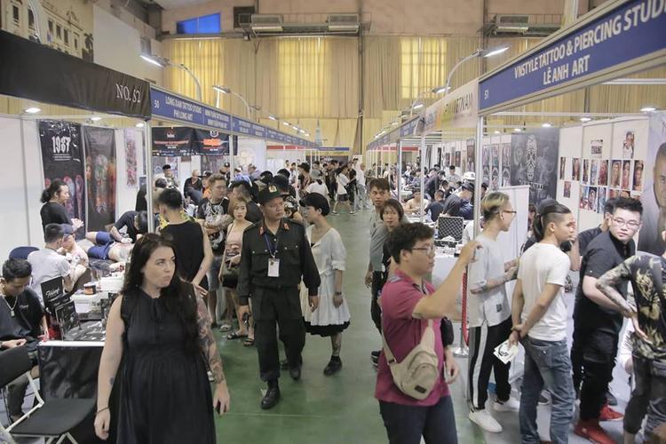 Lễ hội xăm hình năm 2018 thu hút đông không ít các du khách nước ngoài tới tham gia.