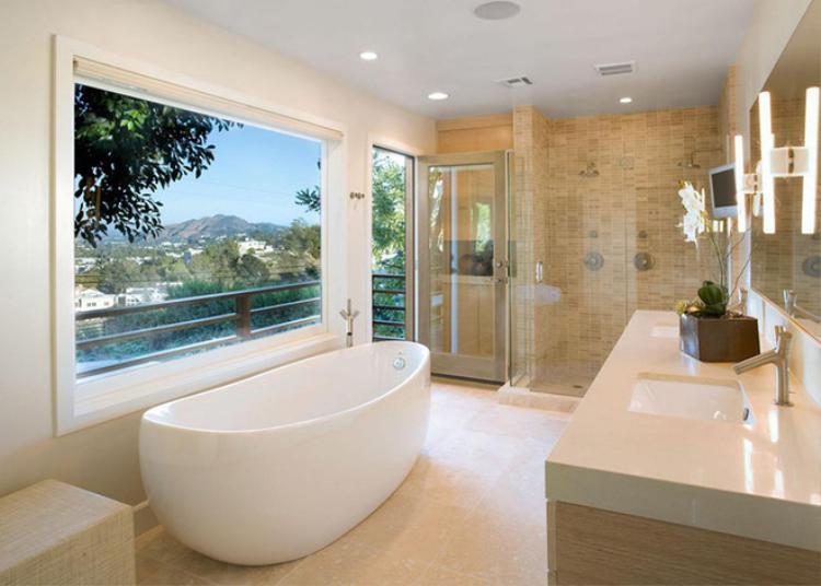 Không quá cầu kì nhưng chiếc bồn tắm giống như một con thuyền nhỏ màu trắng nếu được đặt trong một nhà tắm có không gian mở, nhiều ánh sáng thì thực sự quá ấn tượng cho những phút giây thư giãn sau một ngày làm việc mệt mỏi hay buổi sáng thức giấc chuẩn bị đi làm.