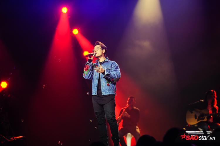 Hà Anh Tuấn xuất hiện với bản mashup 4 ca khúc Lạc lối - Why did you lie và Người tình mùa đông - Forever.