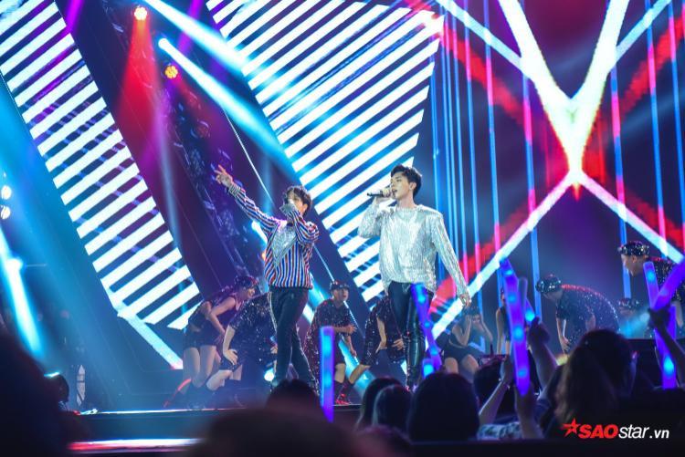 Lần đầu tiên cùng nhau trình diễn nhưng Jaykii và Erik vẫn phối hợp cực ngọt trên sân khấu.