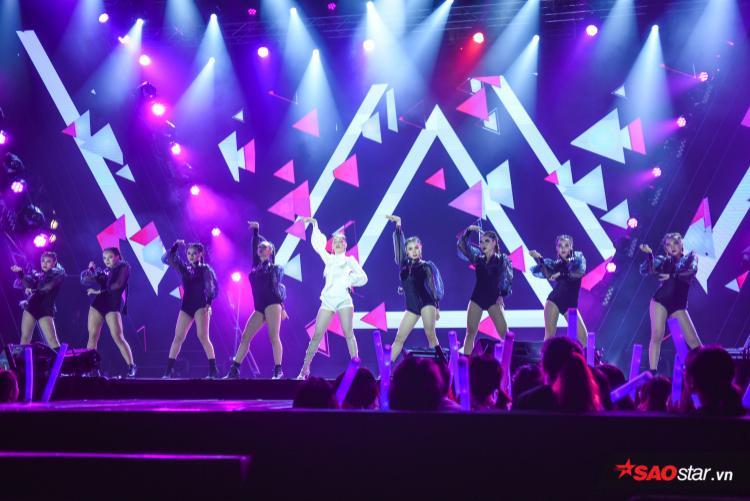 Có lẽ sau màn trình diễn ngày hôm nay thì Chi Pu có thể tự tin hát live ở mọi sân khấu lớn rồi phải không?