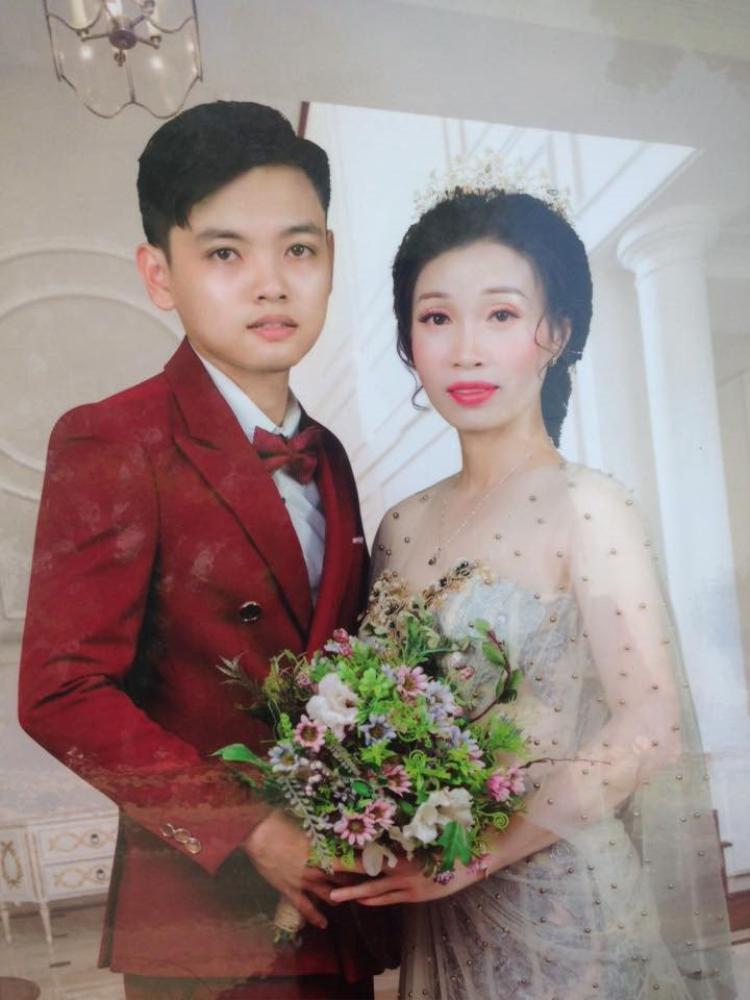 Vợ chồng Lan Phương - Hoàng Bền được hai gia đình vun vén đến với nhau.
