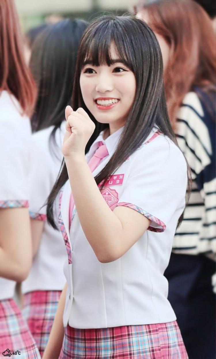 Con số 330 vote cũng giúp Nako trở thành thí sinh có điểm bình chọn từ khán giả xem trực tiếp lớn nhất trong vòng thi thứ nhất.