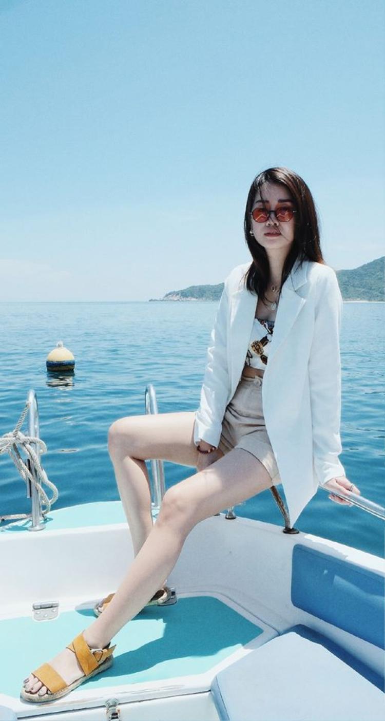 Thời trang và du lịch - 2 từ khóa khiến cho Facebook của Chi luôn tràn ngập màu sắc và truyền cảm hứng