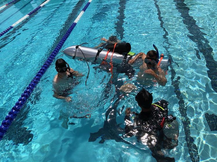 Tàu ngầm cỡ nhỏ của Elon Musk đang trên đường đến giúp giải cứu đội bóng nhí Thái Lan