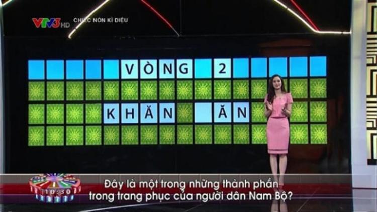 """Hình ảnh quen thuộc của Hồng Nhung trong chương trình """"Chiếc nón kỳ diệu"""". Ảnh: VTV."""