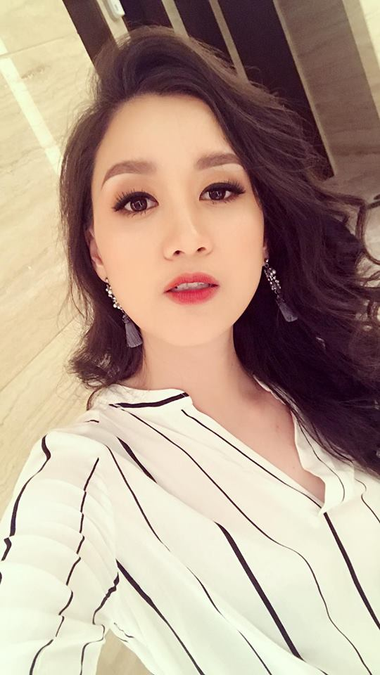 Cận cảnh gương mặt xinh đẹp của Hồng Nhung.