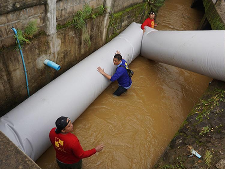 Đường ống bơm hơi được chuẩn bị trong trường hợp giải cứu theo cách hiện tại không thành công.