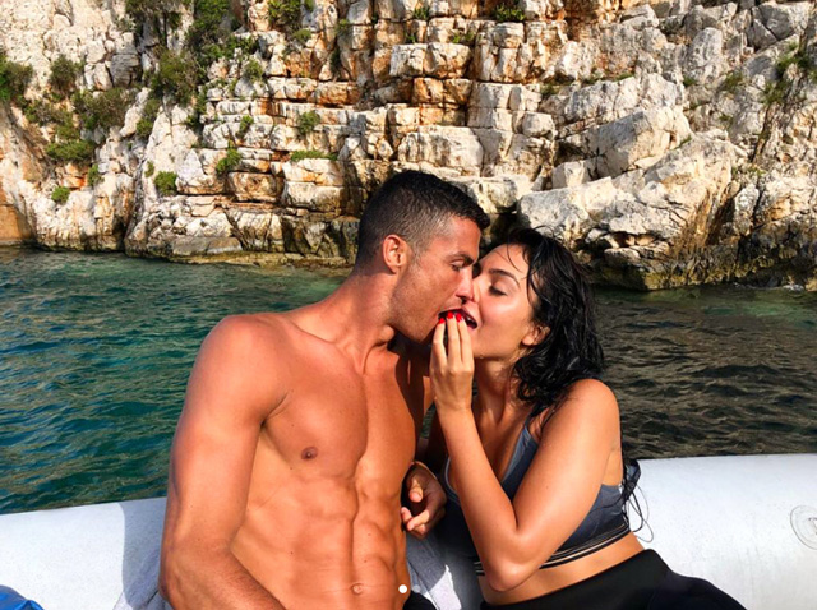 Khoảnh khắc ngọt ngào của Ronalod và bạn gái Rodriguez. Ảnh: Instagram.