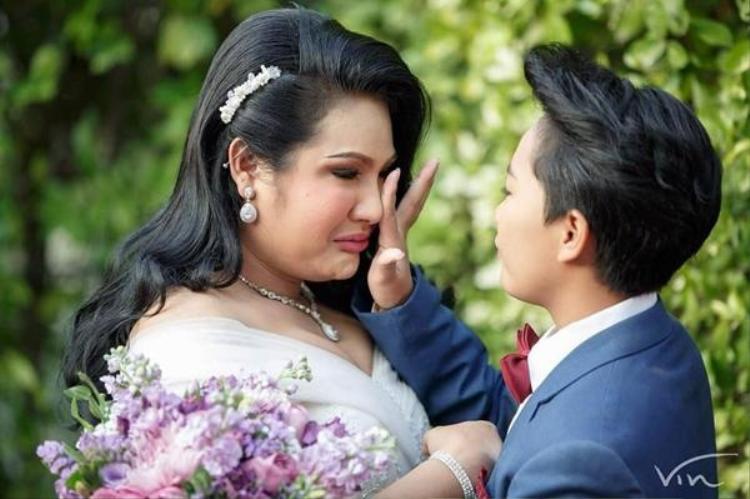 Đám cưới đầy cảm xúc của cặp đôi đồng tính.