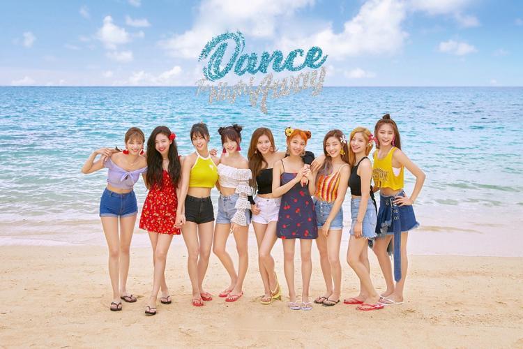 Twice chính thức trở lại đường đua Kpop tháng 7 với album Summer Night.
