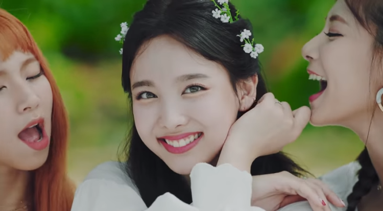 Cùng chờ đón loạt thành tích đáng nể từ MV mới của Twice nhé!