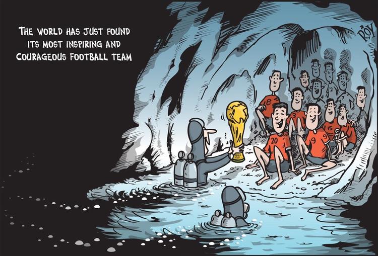 Đội bóng nhí Thái Lan mắc kẹt trong hang tối cùng thời điểm diễn ra giải đấu bóng đá lớn nhất hành tinh World Cup 2018, nhiều người cho rằng cup vàng năm nay nên trao tặng cho 13 thành viên trong đội bóng thiếu niên vì lòng dũng cảm của họ.