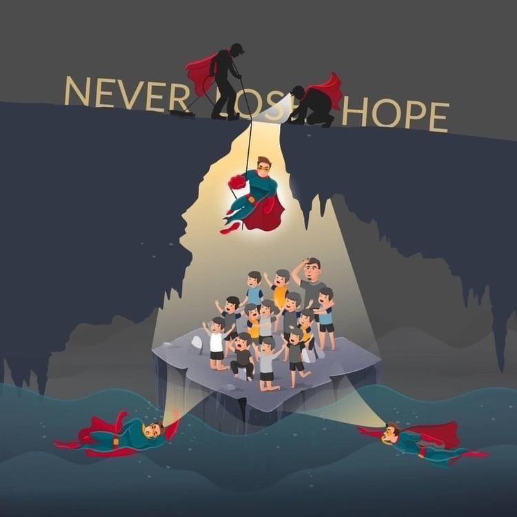 Cả thợ lặn quốc tế và Thái Lan tham gia nhiệm vụ giải cứu đội bóng trong 2 ngày qua. Các thành viên đội cứu hộ và thợ lặn được ví như những siêu anh hùng trong cuộc giải cứu nguy hiểm này.
