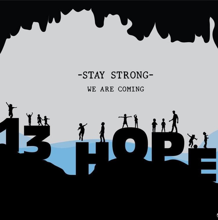 """""""Hãy mạnh mẽ lên. Chúng tôi sẽ đến cứu bạn"""", thông điệp tuy ngắn gọn nhưng phần nào đã tiếp thêm sức mạnh và ý chí cho những thành viên đang mắc kẹt trong hang."""