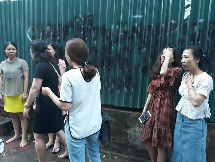 Nhiều người sợ hãi vì bị ngạt khói.