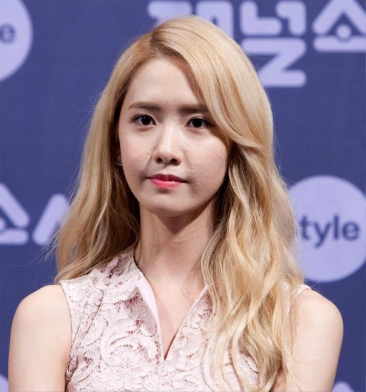 """Chẳng nhận ra """"nữ thần"""" SNSD Yoon Ah với làn da khô ráp và mụn ẩn khắp gương mặt."""