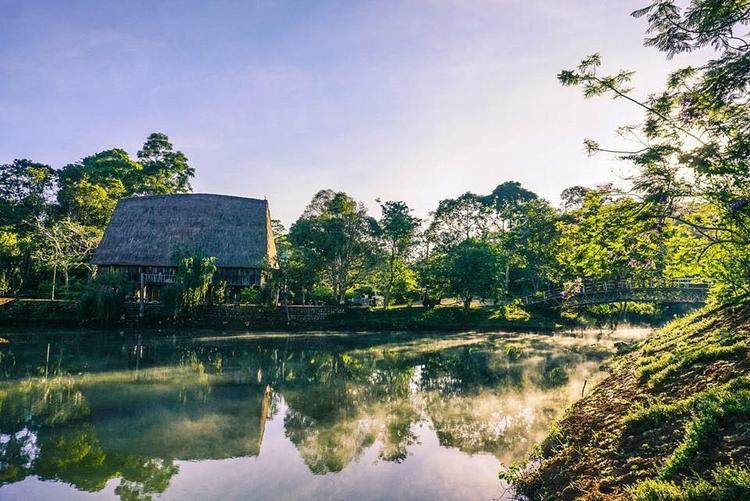 Cảnh quan tràn ngập màu xanh tươi mát, không khí trong lành tại Măng Đen. (Ảnh: Kon Tum)