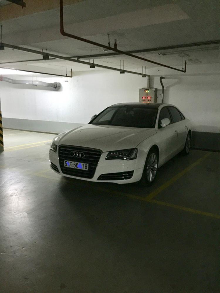 Chiếc xe hạng sang được thu giữ để tiến hành điều tra.