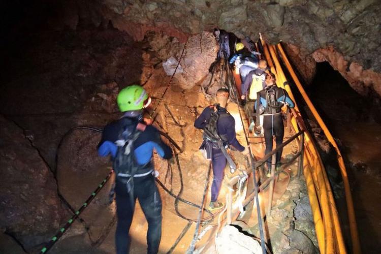 Đội thợ lặn tham gia chiến dịch giải cứu 13 thầy trò đội bóng thiếu niên. Ảnh: AFP