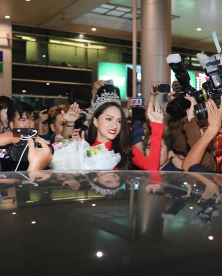 Người đẹp nhận được rất nhiều sự chú ý của truyền thông cũng như fan hâm mộ.