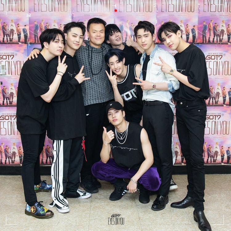 Trước đó, Park Jin Young cũng từng đến tham dự concert nằm trong khuôn khổ World Tour Eyes On Youtại Seoul. Nay lại thu xếp công việc, bay sang Mỹ để theo dõi GOT7 - một tiền lệ chưa từng thấy của vị chủ tịch JYP.