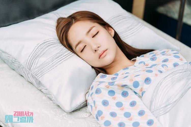 Biến cố tập 11 'Thư ký Kim': Park Min Young bất tỉnh nhập viện, Park Seo Joon thất thần lo lắng