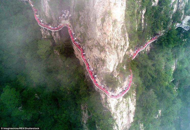 Hàng trăm khách du lịch đến núi Laojun đã được thưởng bữa buffet đặc biệt khó quên trong đời.