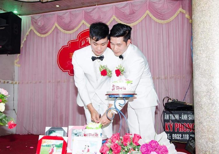 Lê Anh và Thành Tín quen nhau từ đầu năm 2013. Lần đầu gặp gỡ, cả hai không có nhiều ấn tượng về nhau. Nhưng sau một thời gian làm việc chung, họ đã nảy sinh tình cảm.