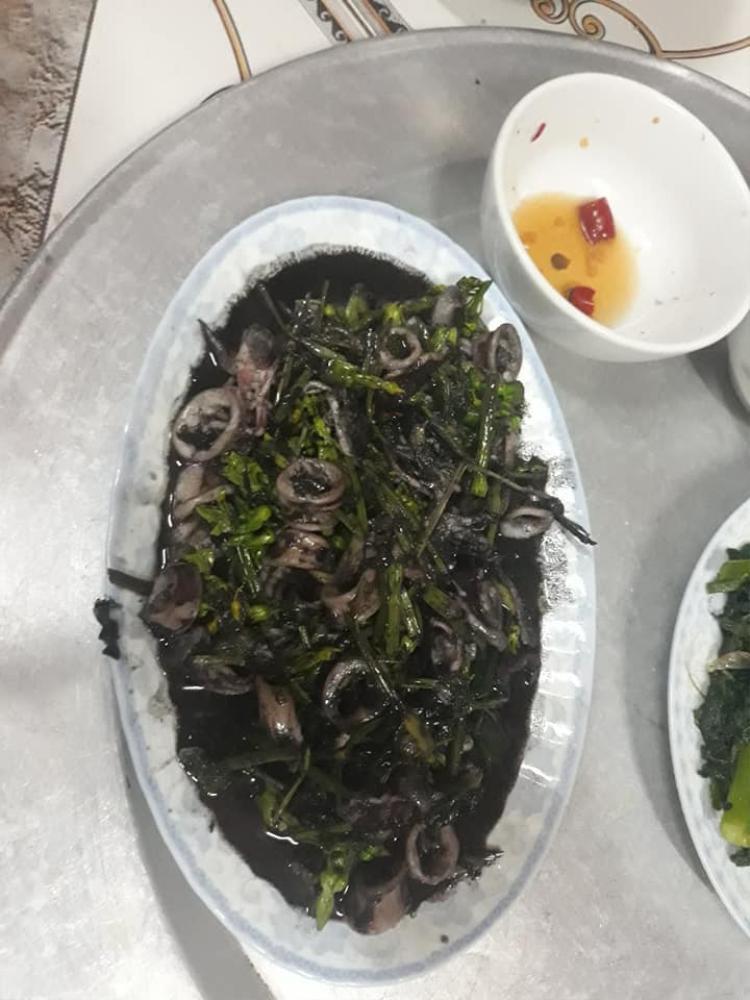 Nhiều người tỏ ra khá ngán ngẩm vì món ăn mất thẩm mỹ.
