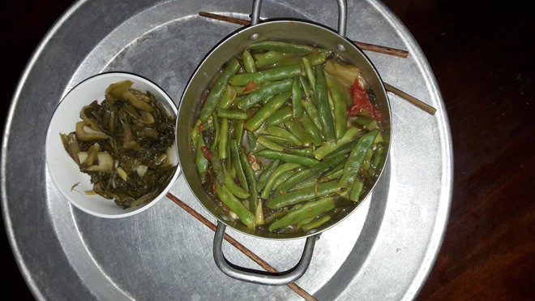 Món canh cá nấu dưa kèm đậu que trứ danh của một anh chồng dành tặng vợ.