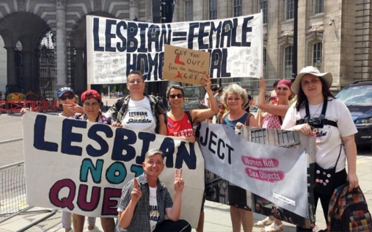 """Nhóm TERFs tập kết thông qua mạng xã hội Twitter với hash-tag #GetTheLOut (tạm dịch: """"Tách người đồng tính nữ ra khỏi LGBT)"""