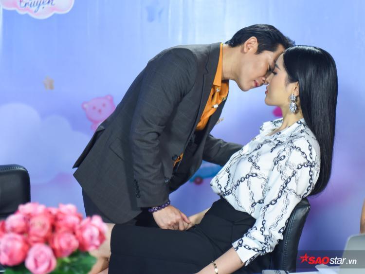 Đây là khoảnh khắc mà rất nhiều fan trông đợi cả hai sẽ thật sự chạm môi.