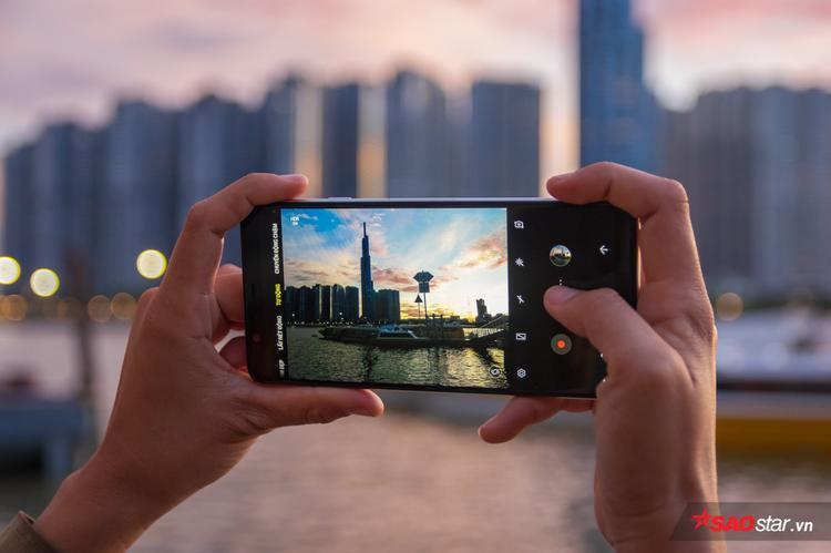 A8 Star sở hữu giao diện chụp ảnh cùng nhiều chế độ tương tự đàn anh Galaxy S9/Note8 cao cấp.