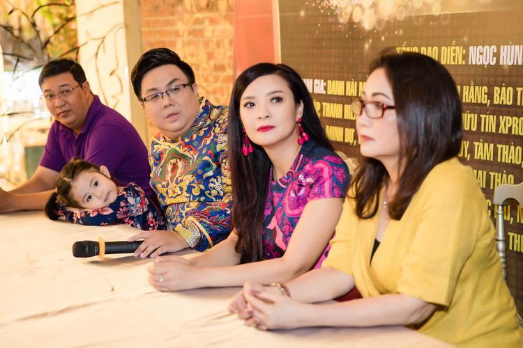 Nghệ sĩ Hà Linh cũng tham gia minishow của Gia Bảo.