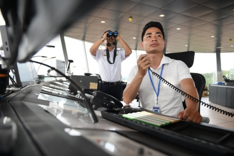 Các kiểm soát viên không lưu lần đầu tiên vận hành tại sân bay Quốc tế Vân Đồn.