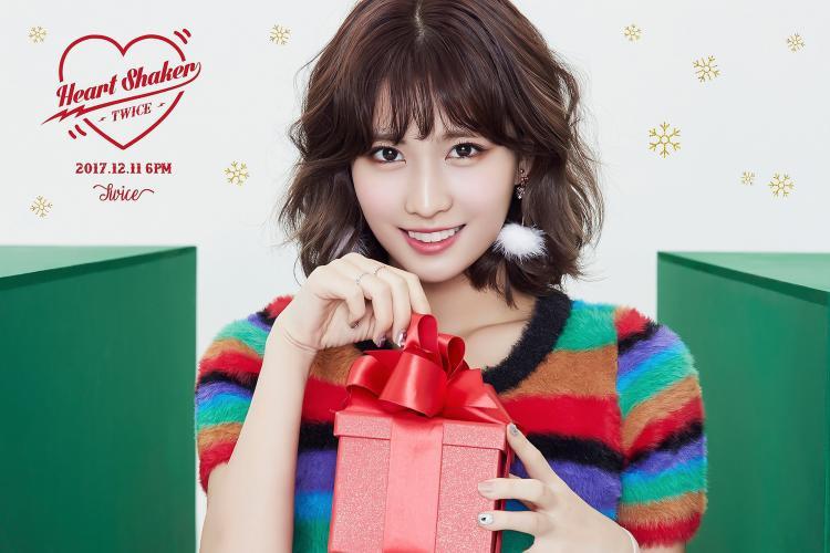 Nhờ hit này, TWICE trở thành nhóm nữ K-pop đầu tiên có 5 MV cán mốc 200 triệu lượt xem!
