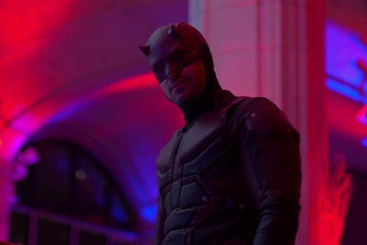 Đôi tai nhọn của Daredevil trông khá ngớ ngẩn khi đứng cạnh đồng đội